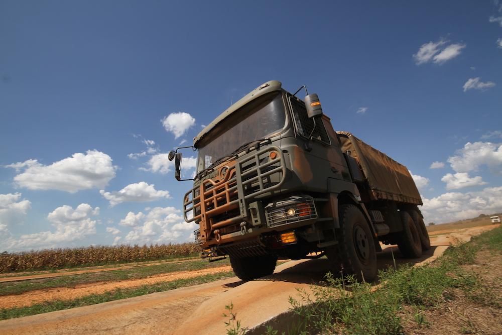 """Vídeo: Caminhões Militares SHACMAN – """"ELES"""" estão chegando …"""